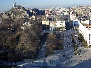 Пловдивчани напълниха кафенетата, а улиците на града няма да ги познаете! СНИМКИ