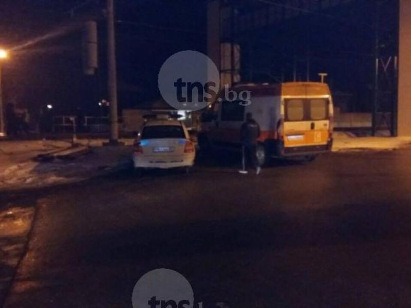 Влак помете човек в Прослав, линейки хвърчат към мястото СНИМКИ