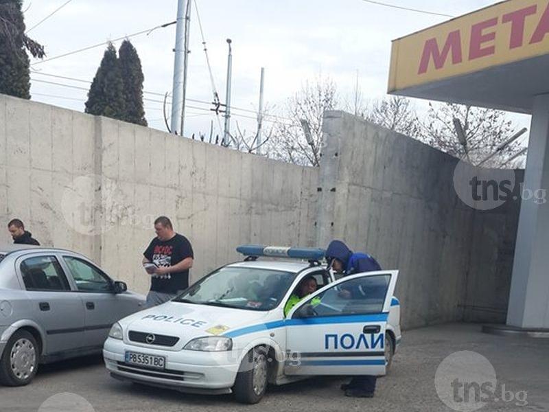 Таксиджия потегли от метанстанция в Кючука... с колонката СНИМКИ