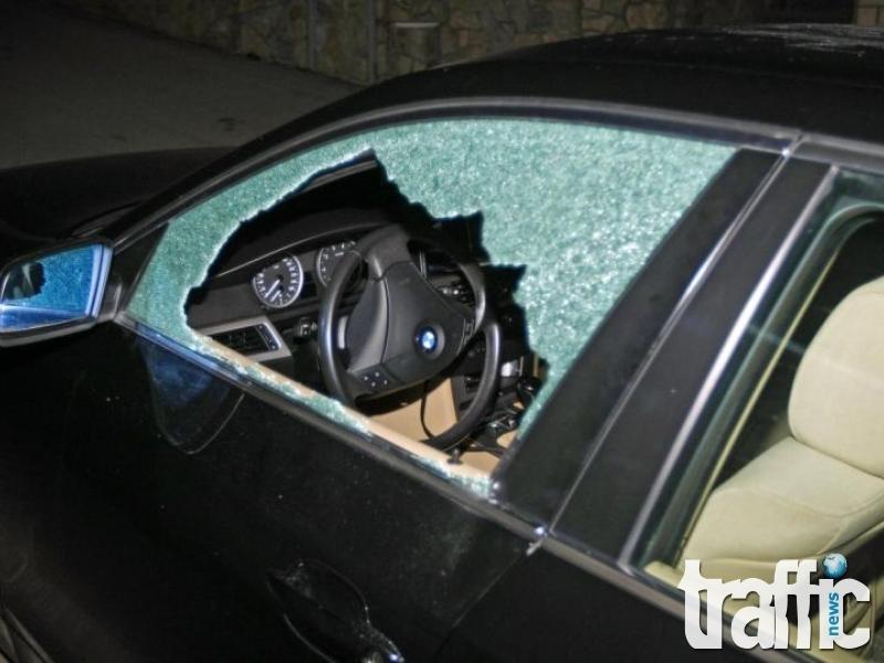 Три автомобила в Тракия осъмнаха с разбити прозорци, кръв по таблото и откраднати талони