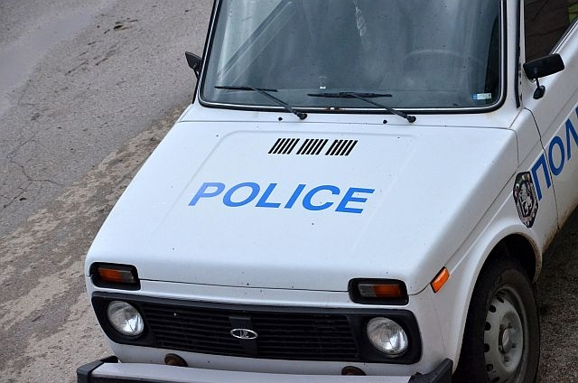 Пиян водач се натресе в полицейски автомобил