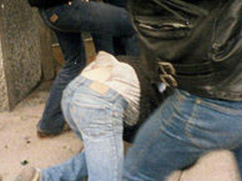 Трима мъже спукаха от бой руснак, мислили, че е крадец