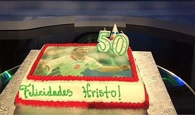 Колеги подариха торта на Стоичков за юбилея