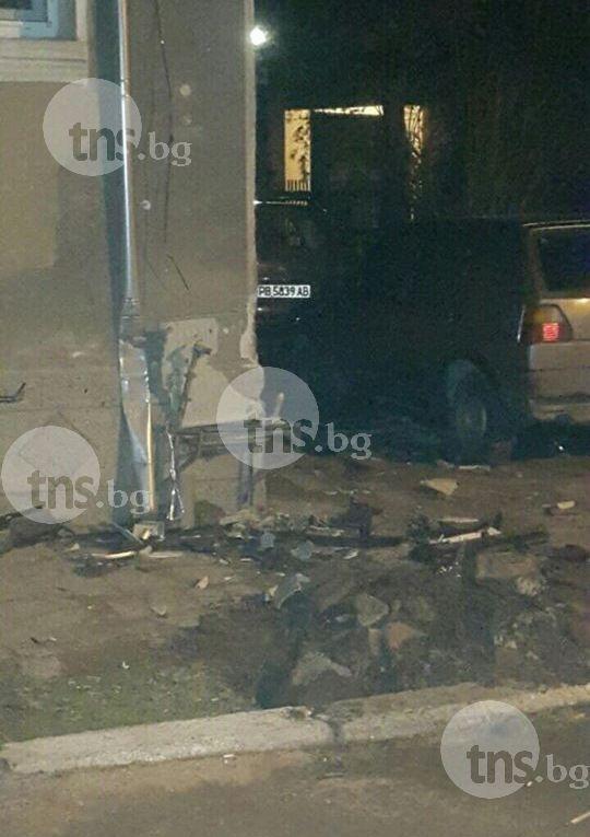 Кола влезе в къща на семейство с бебе край Пловдив, спука газопровод СНИМКИ