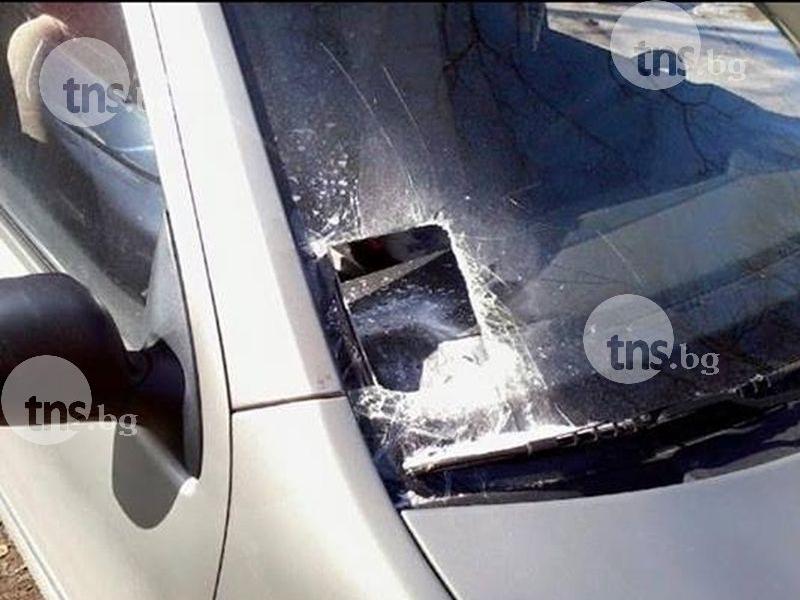 30-годишна шофьорка остана без винетка, разбиха стъклото на мерцедеса й