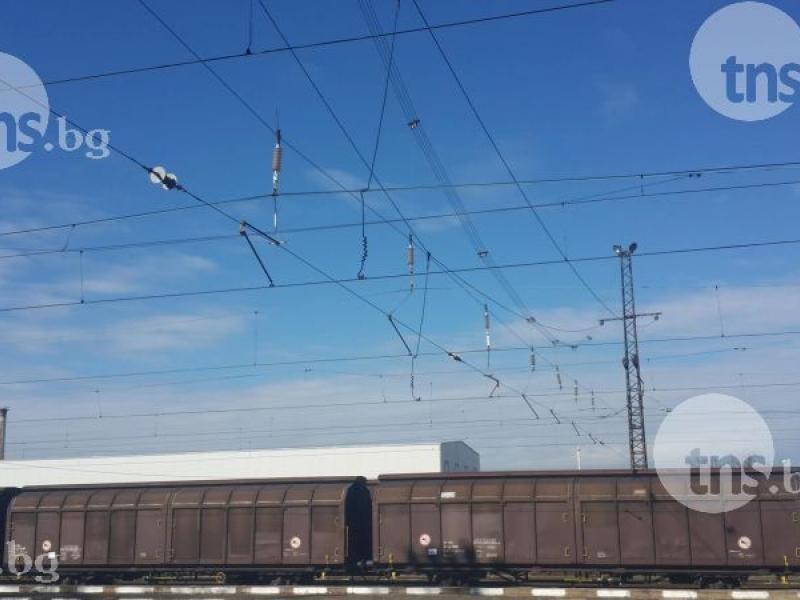 Жепейци късали дрехите на горящия Добрин, ударен от ток върху влак заради селфи СНИМКИ и ВИДЕО