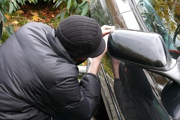 Таксиметрови шофьори помагат на автоджамбазите при кражбите на коли