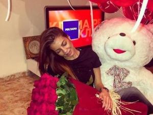 Юра Месропян затрупа със сърца и рози любимата си Бисера