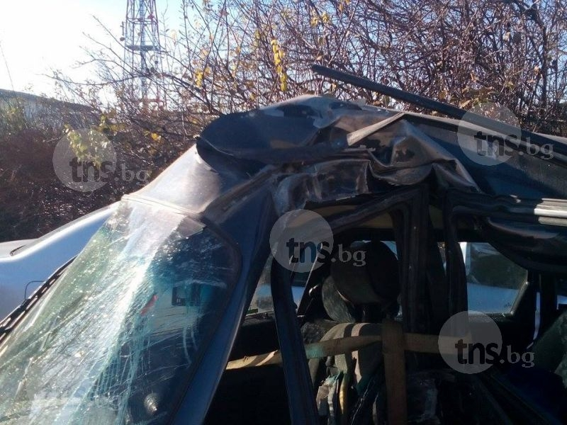 Шофьор на една година влезе в болница, заби се в ограда край Пловдив