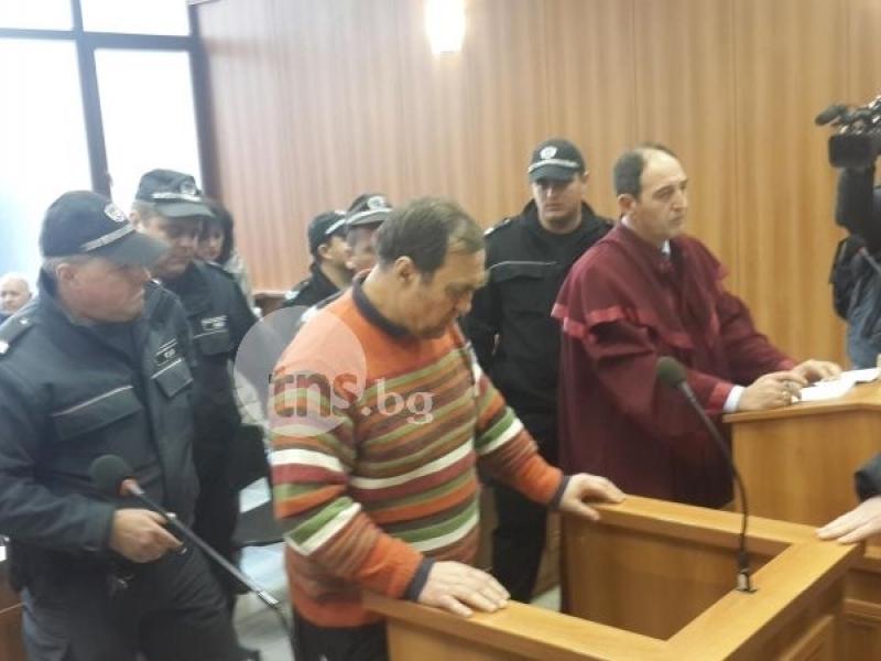Кметът насилник Иван Евстатиев остава в ареста