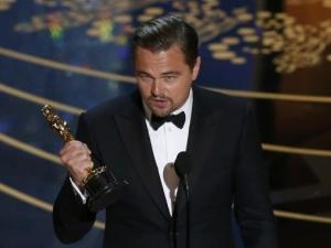 Леонардо ди Каприо грабна Оскар, публиката се изправи на крака СНИМКИ