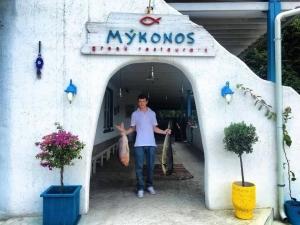 Блюдата в най-известния рибен ресторант Миконос още по-вкусни, напук на гръцката блокада СНИМКИ