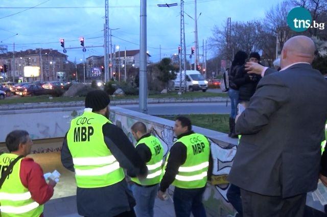 Ето как протестираха пловдивските полицаи тази вечер ВИДЕО