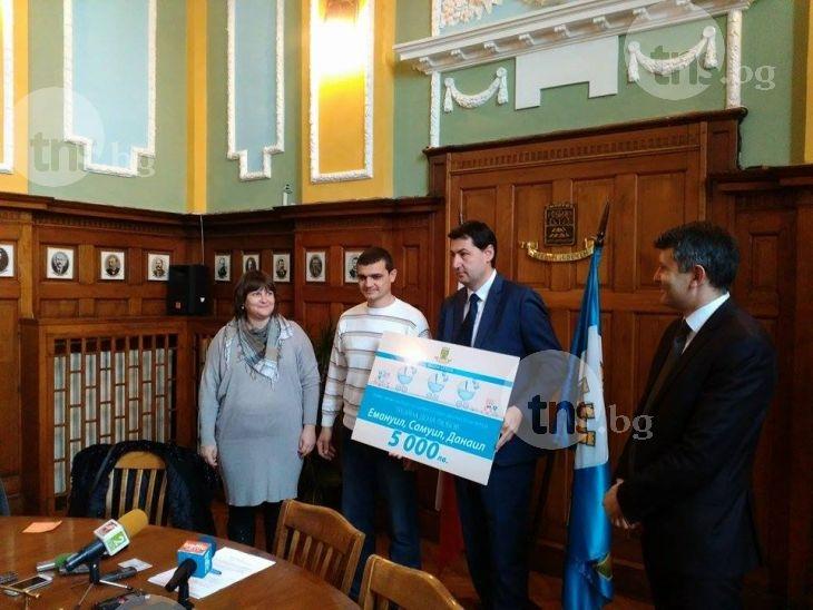 Новите тризнаци на Пловдив получиха 5000 лева, асистент, а скоро и апартамент СНИМКИ