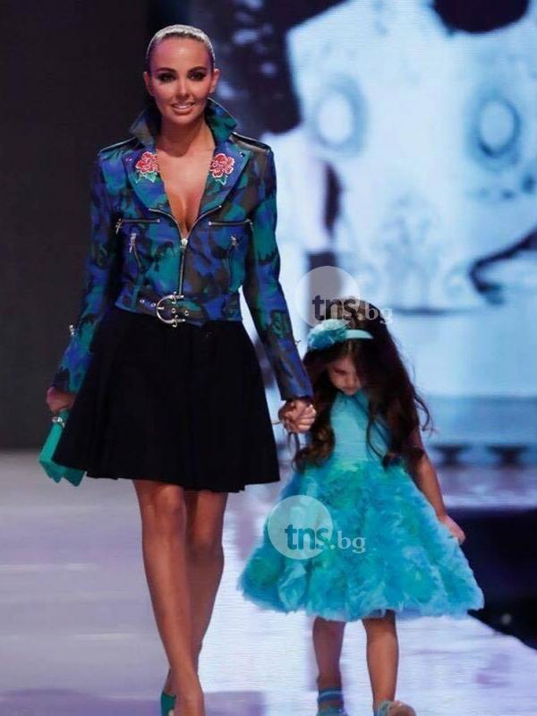 Наследничката на Николета проби на модния подиум! Майка й се разголи СНИМКИ