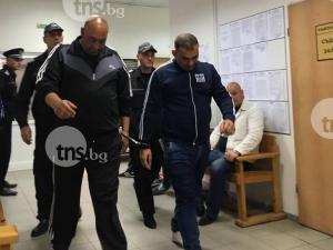 Четиримата фалшификатори на шофьорски книжки остават в ареста СНИМКИ