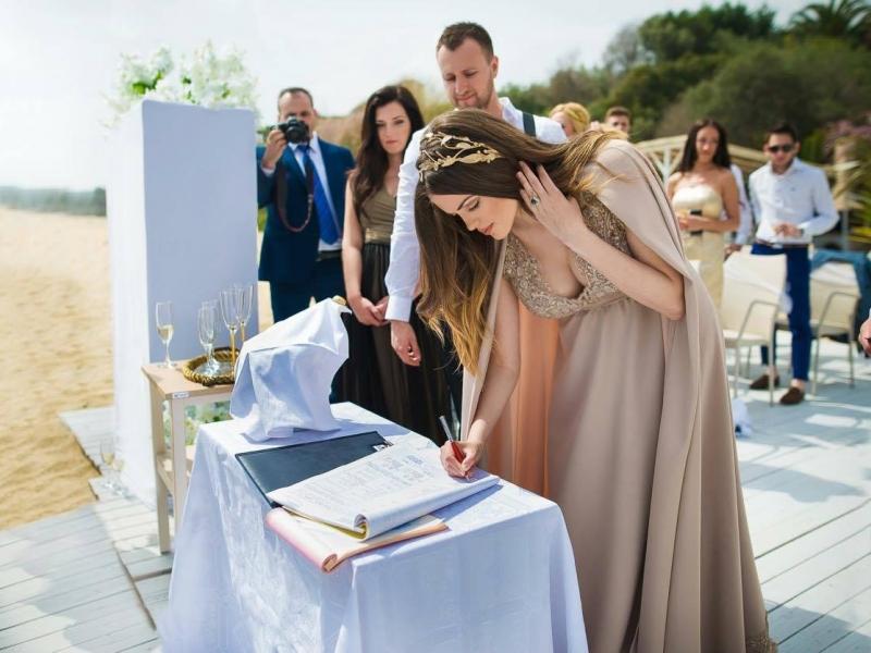 Модният фотограф Мануела Стаменова и любимият й Коко Корадов празнуват 10 години любов в Гърция