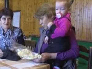 Вместо играчка баба и внуче намериха траурно шалче в зрънчо