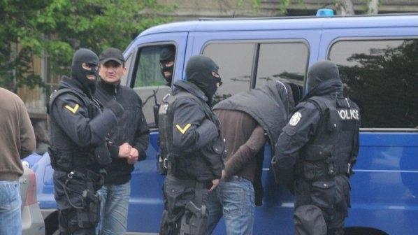 Спецакция на ГДБОП! Арестуваха шефа на Фонда за лечение на деца в чужбина и над 10 негови подчинени