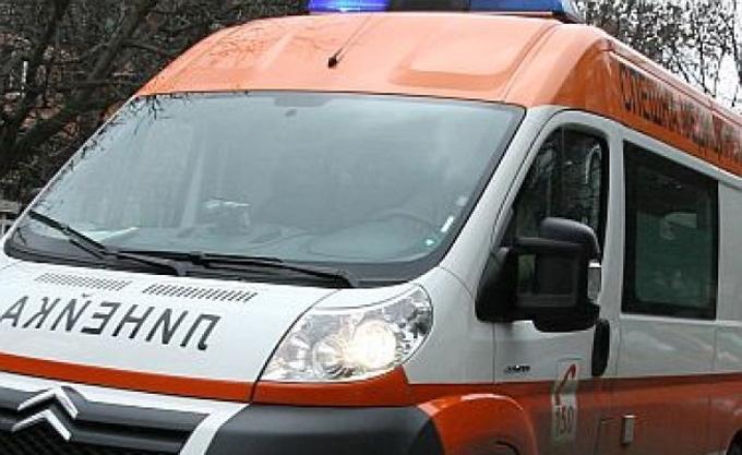 Пловдивчанин преобърна микробус на пътя за Калофер, спътничката му е ранена