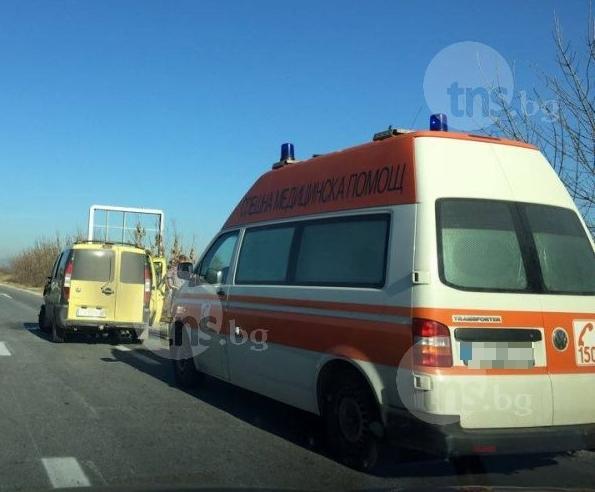 Нова смърт на пътя: Прегазиха мъж, стоящ до спряната си кола