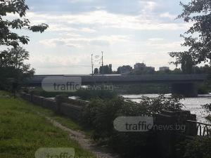 Затвориха моста на Панаира! Хеликоптери кръжат над Марица в Пловдив СНИМКИ
