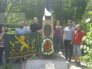 Млади столичани почистиха паметника на полк. Дрангов