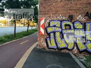 Пловдивчани, носете си стенобойна машина, когато минавате по тази пешеходна пътека! СНИМКИ
