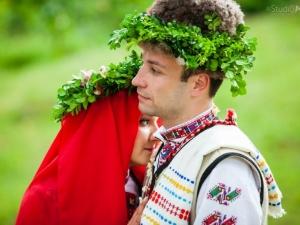 Уникална сватба! Пловдивчанин и любимата му се венчаха по стар български обичай СНИМКИ
