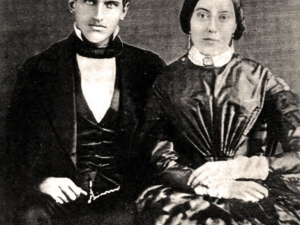 Жената с извехтялата рокля, чиято фамилия стана известна по целия свят