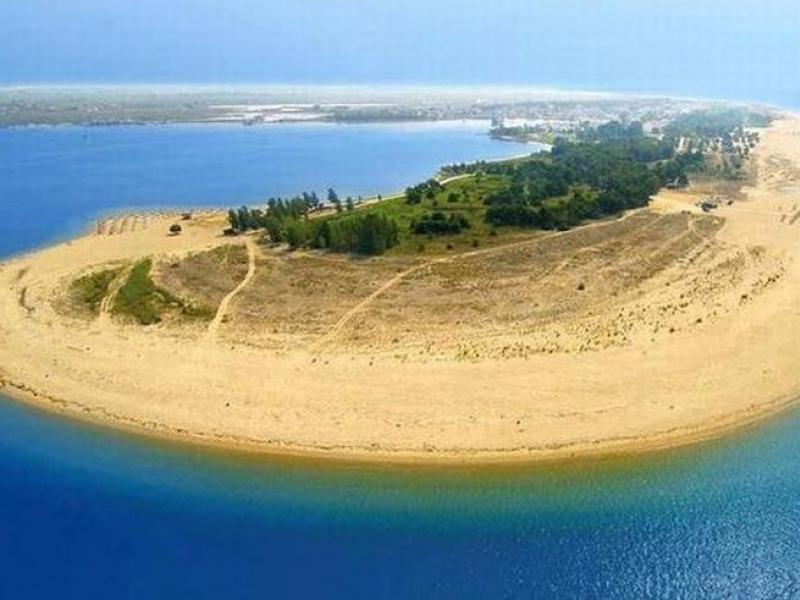На 3 часа от Пловдив: Удивителният плаж на Керамоти привлича плажуващи СНИМКИ