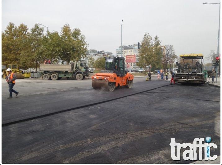 """От Общината """"затварят"""" пловдивски булеварди за месеци, макар че ремонтите им траят дни"""