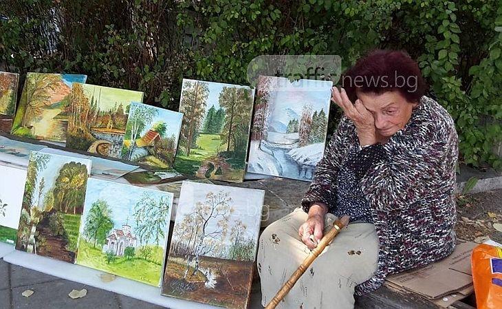 Баба Костадинка, която не проси, а продава красота нарисувана с акрилни бои и сълзите си СНИМКИ