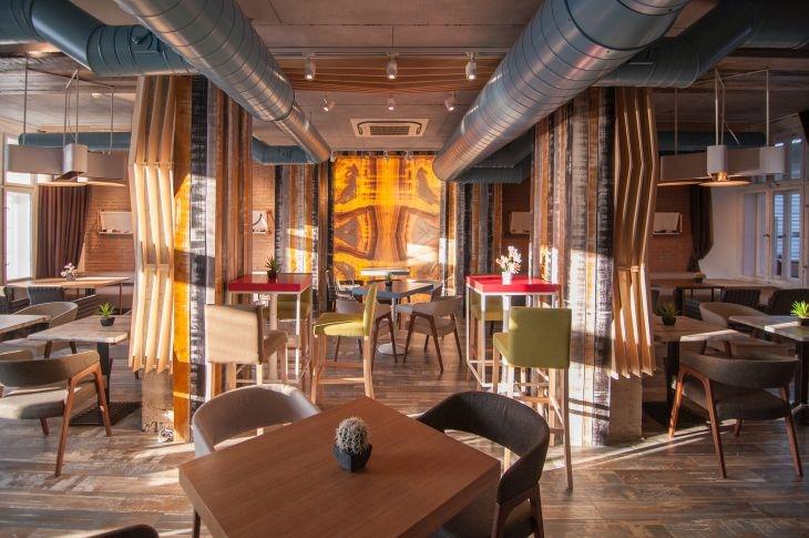 Как един ресторант в сърцето на Главната се превърна в любимо място на пловдивчани СНИМКИ