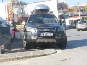 Пловдивски наглец и в Керамоти - шашна комшиите, превзе тротоар СНИМКИ