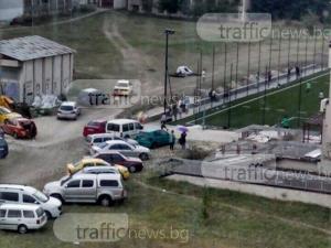 Училищен двор се превърна в паркинг на частно игрище в Тракия СНИМКИ