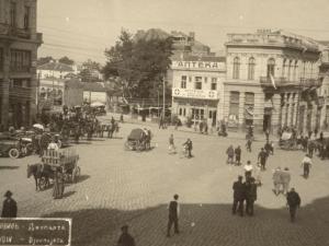 Преди 100 години: Коли и коне се разминават в центъра на Пловдив