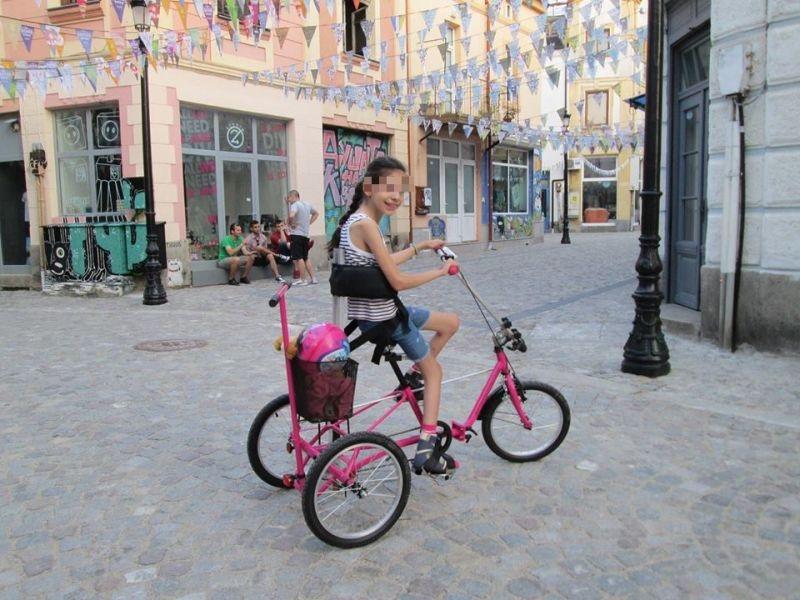 Гавра с дете! Задигнаха колело на болно момиченце в Капана СНИМКА