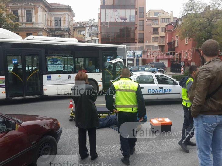 """Отново блъснат пешеходец в Пловдив! Отнесоха мъж на булевард """"Руски"""" СНИМКИ+ ВИДЕО"""
