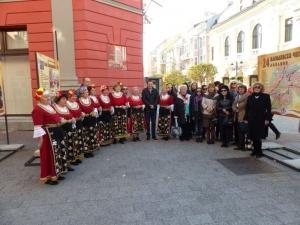 Кметът Иван Тотев подарява книги на пловдивските читалища