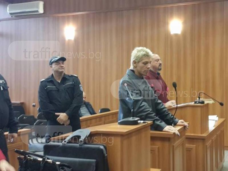 Травеститът Благовест, който подлуди цял вход в Кючука, в депресия, липсвал му съпруга Тишо СНИМКИ