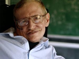 Стивън Хокинг: Ново хапче за поумняване ще промени човечеството