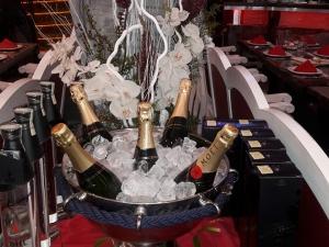 Нова година в Ефир 100: Вкусни блюда и танци до зори