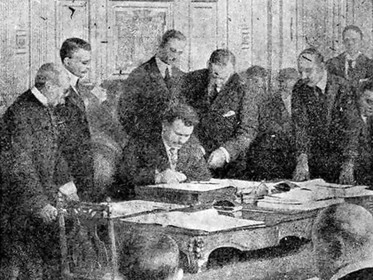 На днешния ден през 1919 г. е подписан Ньойският договор, заради който Стамболийски счупва писалката