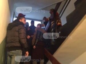 Полиция усмирява разярената тълпа в Аджисана! Искат претърсване на пожарните автомобили ВИДЕО