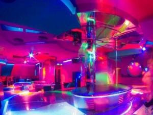 Легендарен плейбой клуб в Пловдив отново отвори врати СНИМКИ