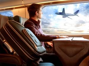 Мъж навлече 70 дрехи, за да спести от летищни такси