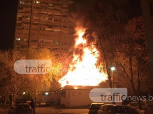 Огнени пламъци изпепелиха къща в Кършияка! 5 пожарни екипа се бориха със стихията СНИМКИ+ВИДЕО