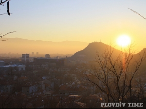 Слънцето в Пловдив свети, но не сгрява, а кога да чакаме сняг?