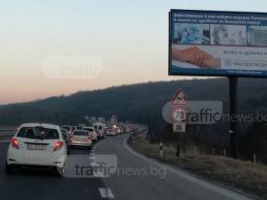 Голямото пътуване започна! Зверски задръствания по магистралата за Пловдив СНИМКИ